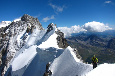 Traverse of Arete de Rochefort. Photo: Wolfgang Huber